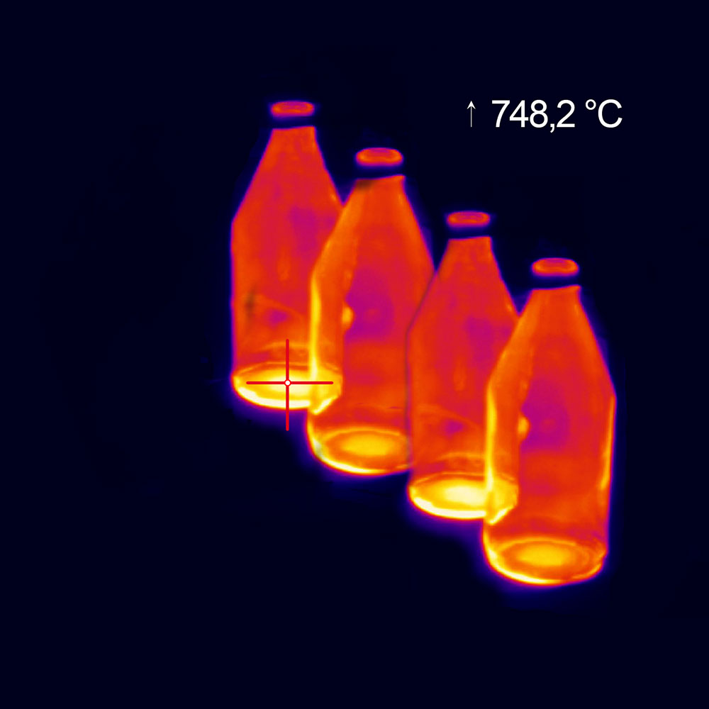 Hot spot detection at glass bottle production